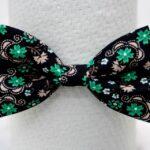 papion-poplin-negru-cu-flori-verzi